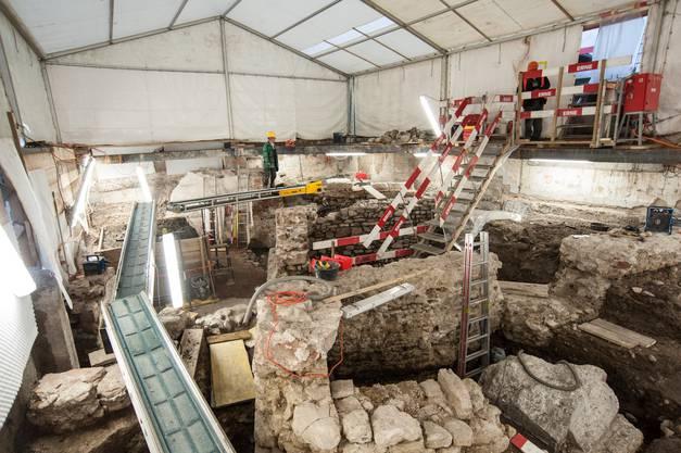 Übersicht über die Ausgrabung an der Spiegelgasse mit den spätmittelalterlichen Mauerfundamenten, die in der Zwischenzeit grösstenteils abgebaut wurden.