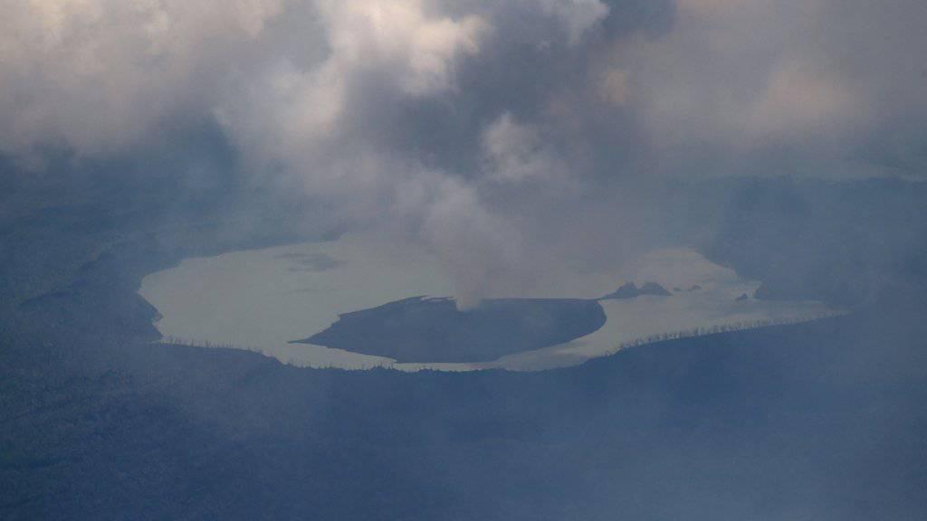Luftaufnahme des Vulkans Manaro auf der Pazifikinsel Ambae