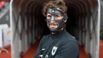 Gut geschützt nach dem Kieferbruch: Juan Pablo Garat greift beim FC Aarau mit verhülltem Gesicht wieder ein.