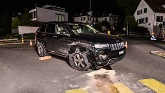 Der 18-Jährige fuhr mit dem beschädigten Auto weiter, bis es den Geist aufgab. Danach flüchtete er zu Fuss weiter.