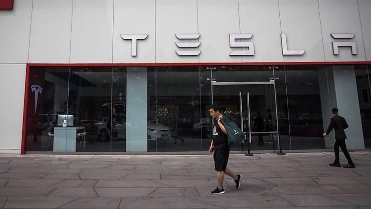 Tesla plant den Abbau von rund 3000 Stellen. (Archiv)