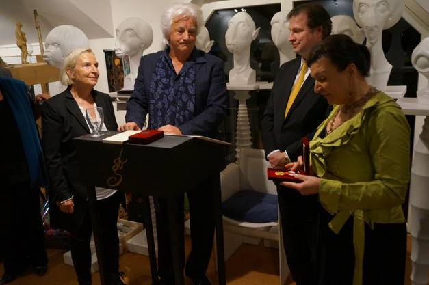Herta Margarete und Sandor von Habsburg Lothringen zeichnen Hanns und Beatrice Bachlechner mit der Verdi