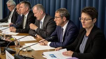 Pressekonferenz der vollzähligen Aargauer Regierung zu den Sanierungsmassnahmen.