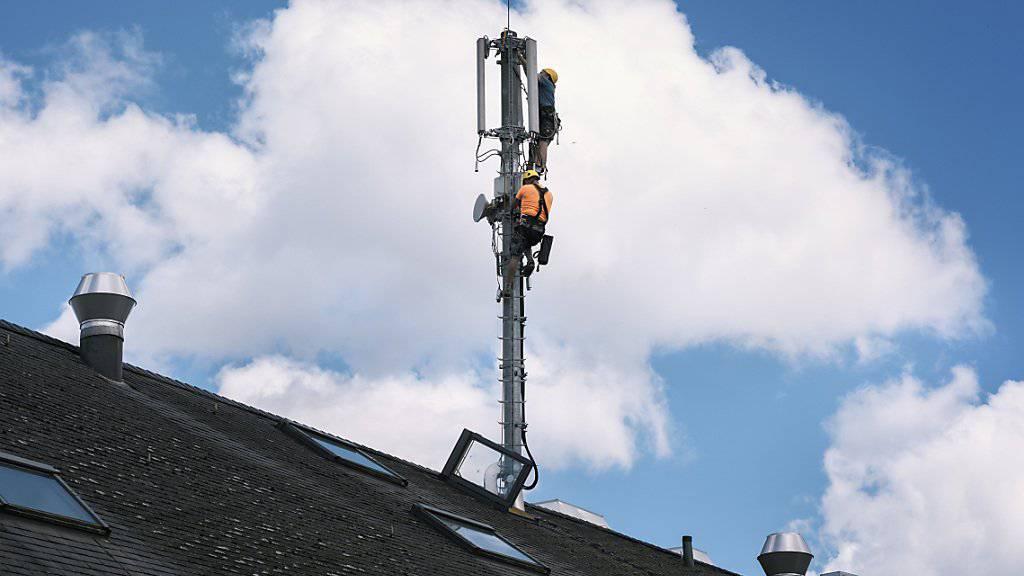 Bei der Vergabe von Mobilfunkfrequenzen im Hinblick auf die neue Technologie 5G sind viele Antennen bereits am Anschlag der Strahlenschutzgrenzwerte. (Archiv)