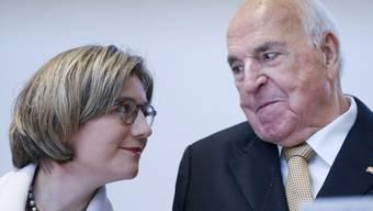 Zwei, die sich mögen: Helmut Kohl und Maike Kohl-Richter (Archiv)