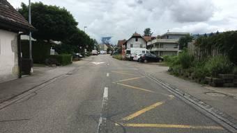 Von der Bushaltestelle Bromegg bis hin zur Aesplikreuzung, wäre ein durchgehendes zweites Trottoir auf der Bleichenbergstrasse wünschenswert.