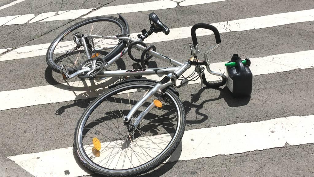 Ein Velo steuert sich nicht selbst - und ein Unfall kann brutal enden (Symbolbild).