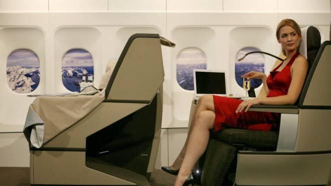 2007 warb Ex-Miss-Schweiz Lauriane Gilliéron für die Businessclass der Swiss. Seither sind die Tarife vor allem Richtung Osten stark gesunken. Foto: Reuters