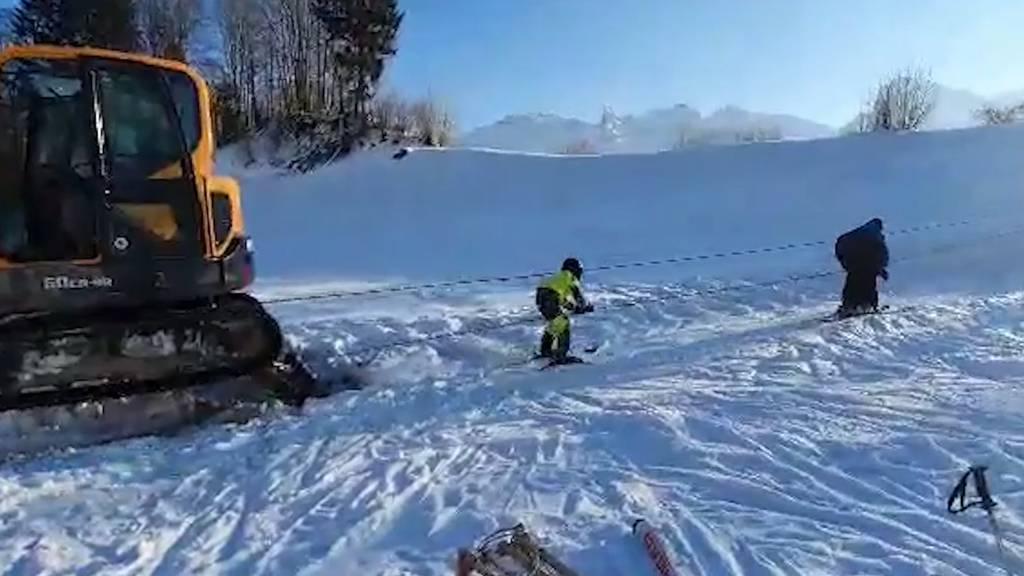 Familie baut sich ihren eigenen Skilift