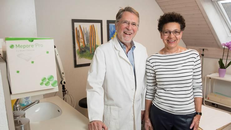 Doktor Hans Rudolf Zimmermann und Eva Zimmermann freuen sich auf die Pensionierung. Der Abschied von den Patienten fällt ihnen allerdings schwer.Alex Spichale