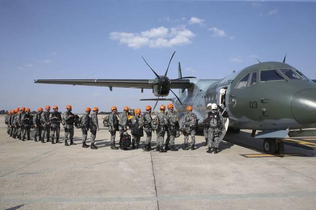 Nun helfen auch Soldaten bei den Löscharbeiten: insgesamt mehr als 43'000 stehen im Einsatz.