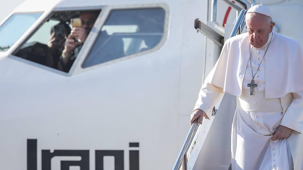 Papst reist zu Christen-Gemeinde im Irak - Messe im Fussballstadion