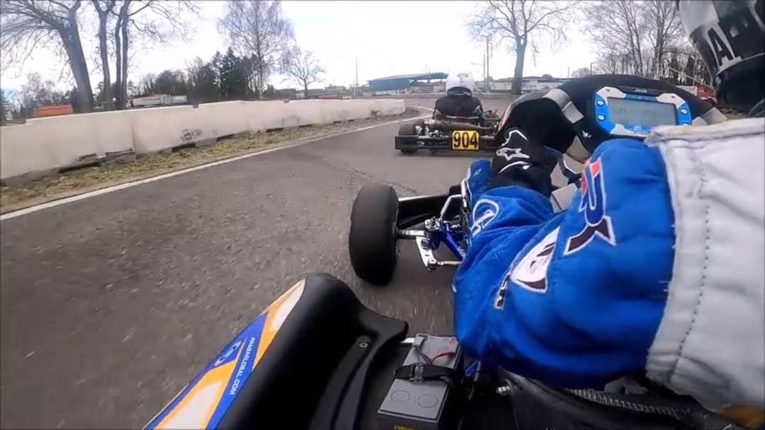 Der neunjährige Kartfahrer Dario Palazzolo in Aktion