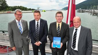 v.l.: Vize-Direktor Hanspeter Pizzato, Direktor Fredy Miller, VR-Präsident Erich Fehr und Geschäftsführer Thomas Erne präsentieren das neue BSG-Buch.