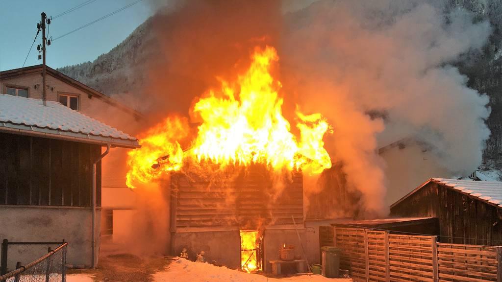 Brand zerstört Einfamilienhaus mitsamt Anbauten – Ursache unklar