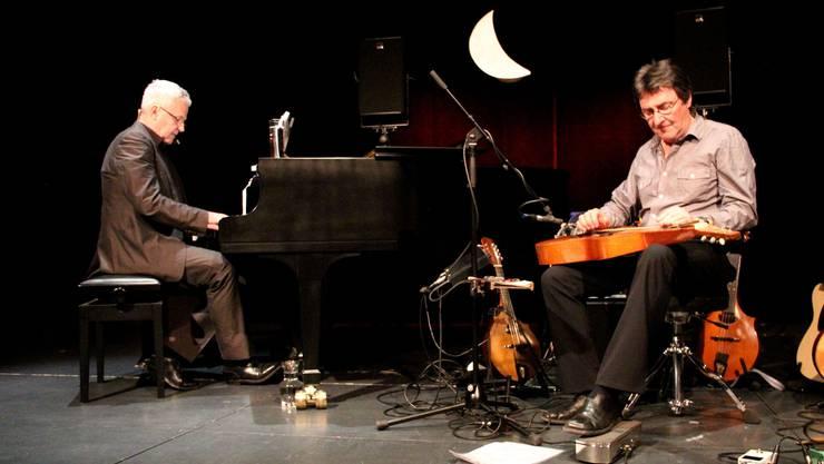 Grosses Gernhardt-Programm im ThiK mit dem Kabarettisten und Pianisten Thomas Rabenschlag (links) und dem Gitarristen Max Lässer.