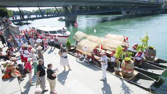 Abfahrt des Weinbootes in Solothurn Richtung Vevey