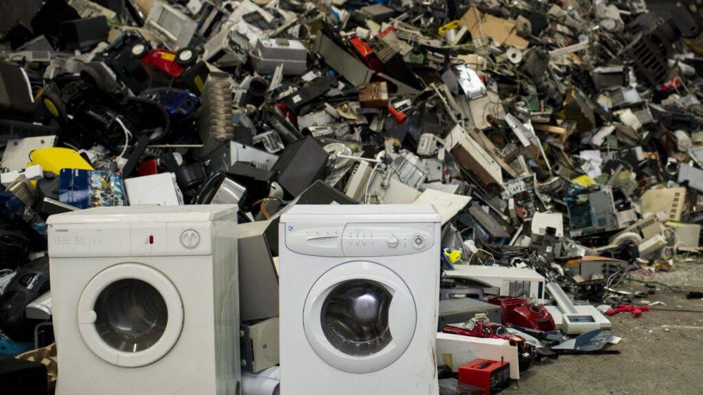 Blick auf Elektro-Schrott in einer Recycling-Firma. (Symbolbild)