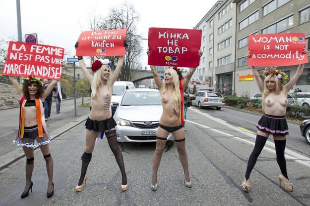 Die vier Frauen hielten den Verkehr auf