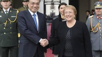 Chinas Premier Li Keqiang wird von der chilenischen Präsidentin Michelle Bachelet in Santiago empfangen