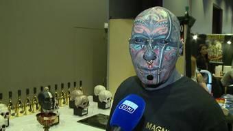 Es klingt wie aus einem X-Men Film – Wolfgang Kirsch lebt es: Der tätowierte 68-Jährige nennt mehrere Magnete unter seiner Haut sein Eigen.