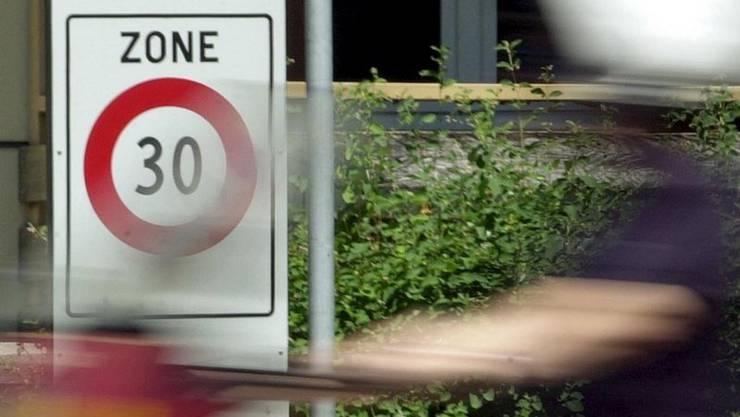 Das Sicherheitsempfinden für Fussgänger und Velofahrer soll in Derendingen erhöht werden. Das soll durch Tempo 30 erreicht werden.