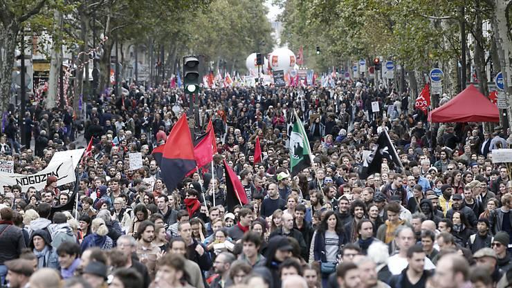 Nach Italien wurden in Frankreich die letzten 12 Monaten am zweitmeisten Streiks durchgeführt. (Foto zeigt Streik Staatsangestellter Ende Oktober in Paris)