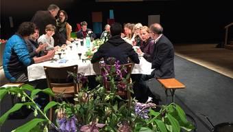 Der Startschuss für ein erstes Mahl von «dinner4more» fand in der Alten Reithalle statt. Künftig kann jeder Gast oder Gastgeber werden.