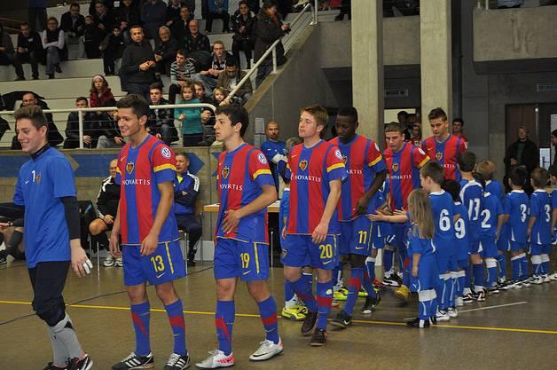 Das waren noch Zeiten, wo auch der FC Basel die Ehre hatte, einfach einem Amateurverein die Ehre zu erweisen