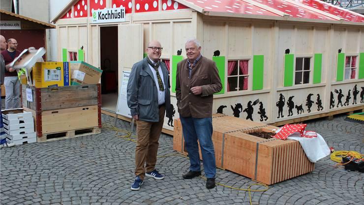 Rainer Zulauf (l.) und Marcel Suter vom MAG-Vorstand gestern vor dem «Eniwa-Kochhüsli» am Graben.