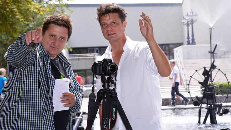 Der Berner «Cruor»-Autor Herbert Blaser mit Regisseur Stefan Asang vor dem Tinguely-Brunnen. Nicole Nars-Zimmer