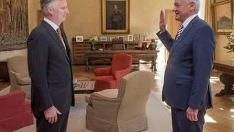François Bellot leistet vor König Philippe seinen Amtseid: Nur drei Tage nach dem Rücktritt von Jacqueline Galant hat Belgien einen neuen Verkehrsminister.