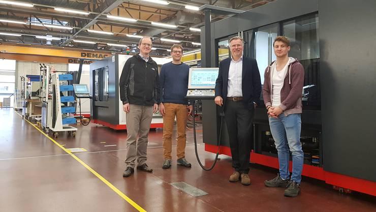 Strategie-Professor Albrecht Enders (ganz links) und die Agathon-Leute: Jürg Marti (Leiter Entwicklung), Michael Merkle (CEO) und Eric Hojac (Leiter Vormontage) (v.l.).