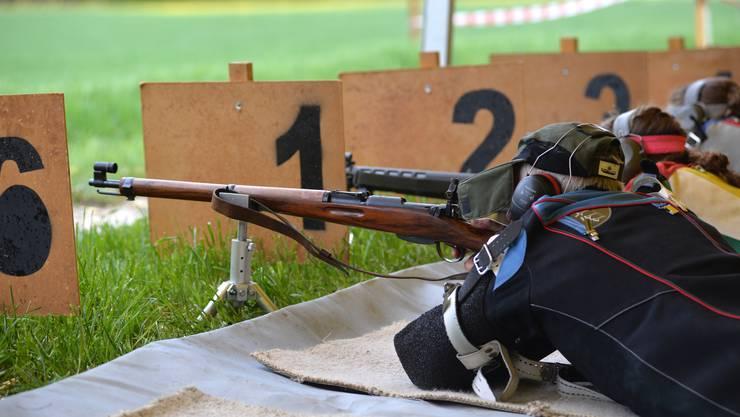 Der hundertjährige Karabiner gehört noch immer zu den beliebten Gewehren beim Balmeggschiessen.