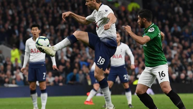 Tottenhams Fernando Llorente mit akrobatischer Einlage