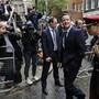 «Wir erhalten die Chance, unserem Land     erneut zu dienen»: Premierminister David Cameron nach seinem triumphalen Sieg.