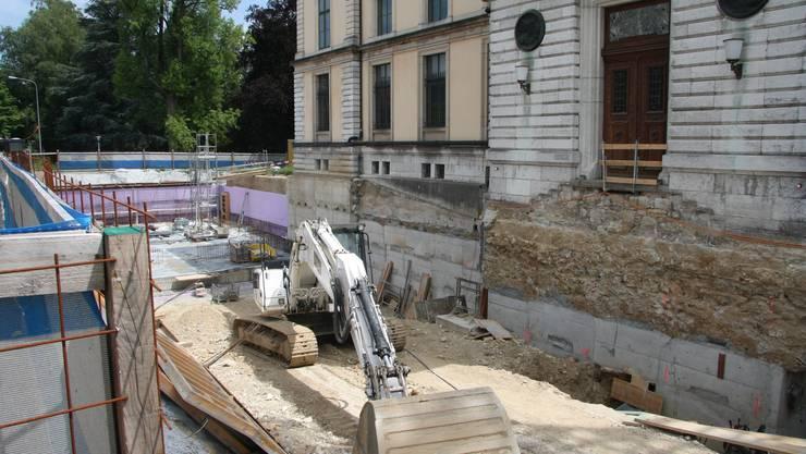 Die Baugrube im Norden des Museums verursacht Probleme.