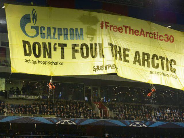 Greenpeace-Aktion im St.Jakob-Park im Spiel zwischen Basel und Schalke