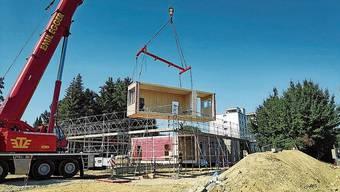 Vor zehn Tagen wurden die Elemente für den Kindergarten-Pavillon am Pappelweg geliefert und zusammengebaut.