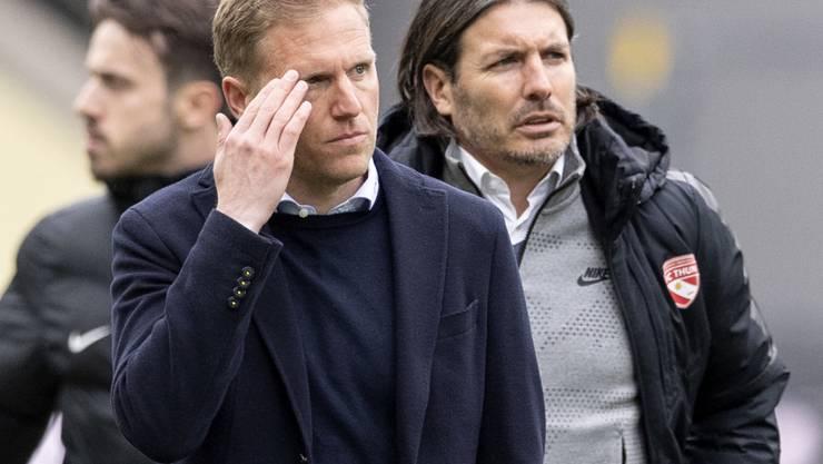 Trainer Marc Schneider (links) und Sportchef Andres Gerber müssen sich warm anziehen, wenn sie ihren FC Thun in der Super League halten wollen
