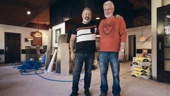 Marcel Bättig (rechts) übergibt das Restaurant Krone an seinen Nachfolger Zülfikar Suna.