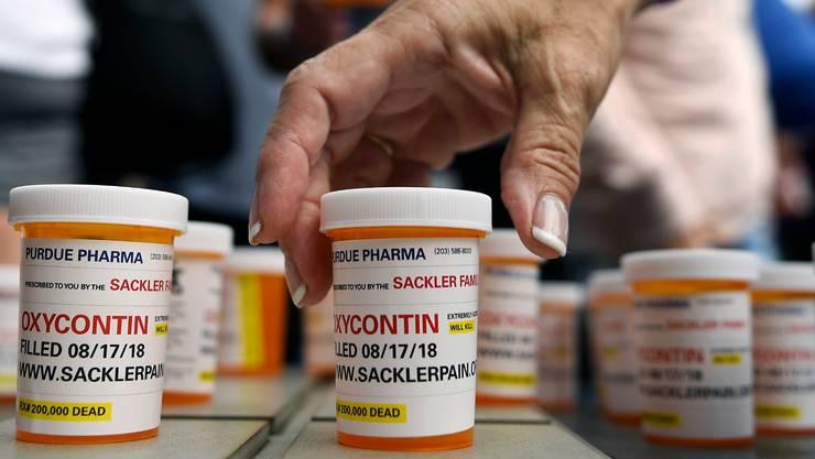 400'000 Tote hat die Opioid-Krise in den USA gefordert. Sie nahm ihren Anfang mit der Verschreibung des Sackler-Produkts Oxycontin .