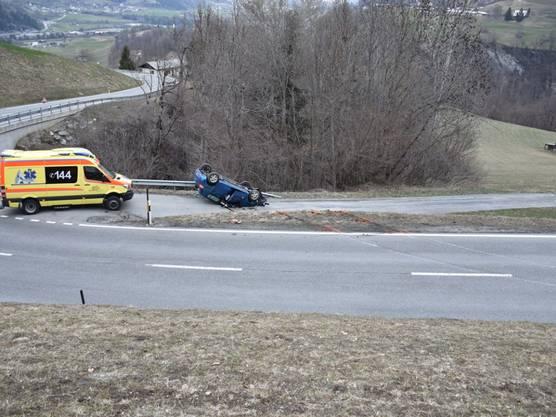 Luven GR, 25. März: In der Ortschaft Luven im Bündner Oberland ist eine 59-jährige Frau mit ihrem Auto von der Strasse geraten und einen Abhang hinunter gestürzt. Mit mittelschweren Verletzungen wurde sie hospitalisiert.