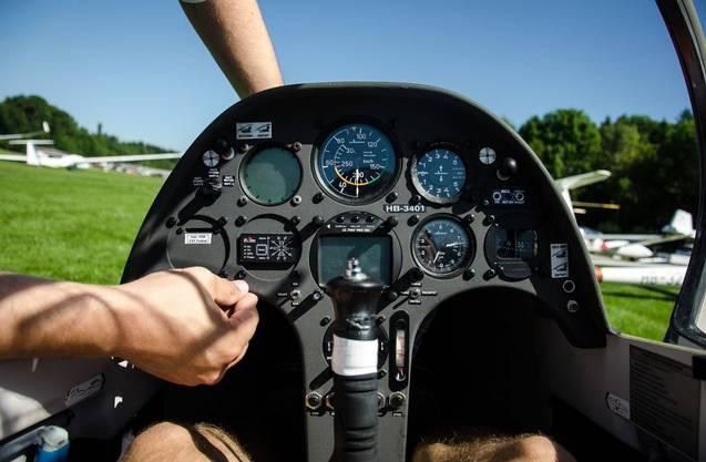 Das Cockpit eines Segelflugzeuges ist um einiges geräumiger, als man auf den ersten Blick annehmen könnte