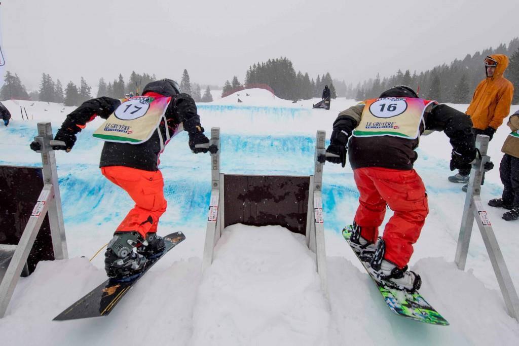 Snowboardcrosser beim Startgate (© pd)