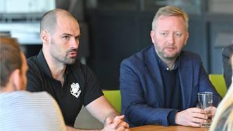 EHCO-Sportchef Marc Grieder (l.) und Headcoach Fredrik Söderström. Bild: Bruno Kissling