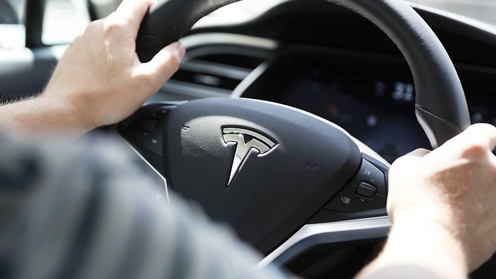 Rekord bei Tesla: Seit Jahresbeginn hat der Elektroautobauer rund 25'000 Neuwagen ausgeliefert. (Archivbild)