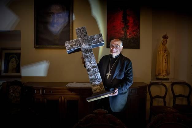 Mit dem Kuss aufs Kreuz (oder den Koran) enden die Blutrachezeremonien, die Erzbischof Angelo Massafra an Feiertagen durchführt – im besten Fall.