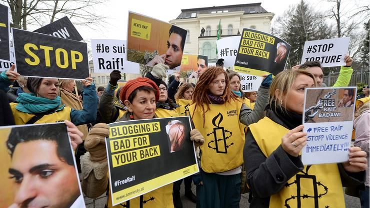 «Bloggen ist schlecht für den Rücken»: Protest vor der saudischen Botschaft in Wien.