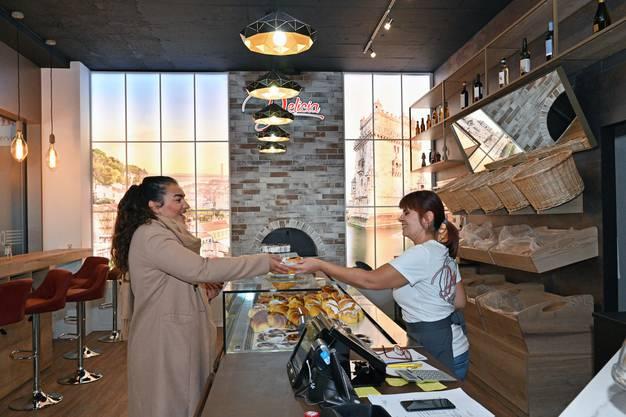 Margherita Alioto setzt auf den Take-away-Betrieb: «Wir haben viele Kunden, die beim Vorbeigehen bei uns einen Kaffee zum Mitnehmen holen.»